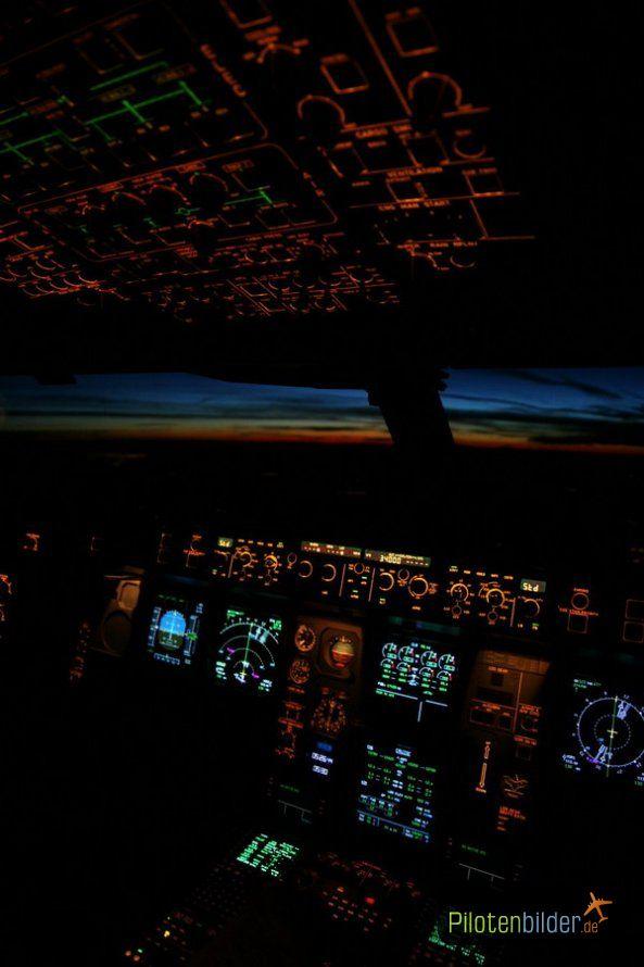Pilotenbilder.de: Bilder » Airbus A340-600 Night Cockpit ...